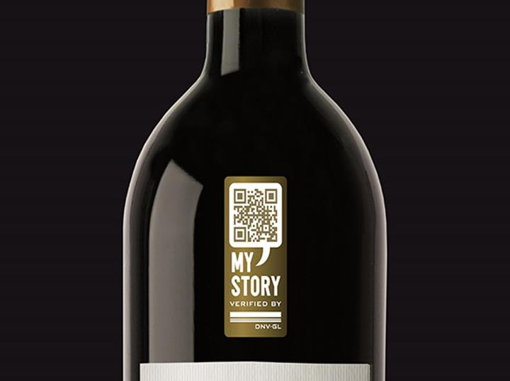 Wine bottle with MyStory label