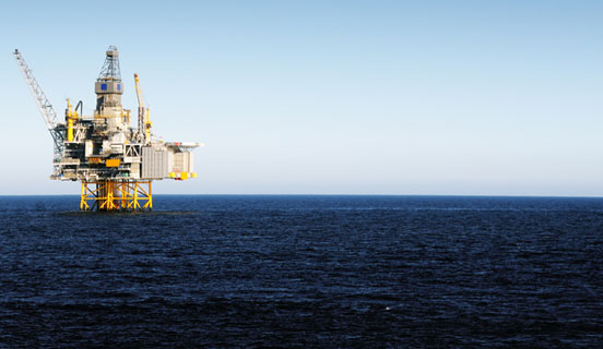 Oil rig in the horizon